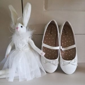 White-as-snow dress shoes/ballet flats